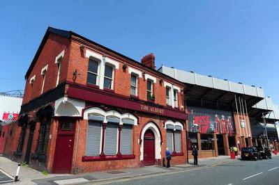 Antes de un gran partido del Liverpool ¿Una pinta en los pubs cercanos a Anfield?